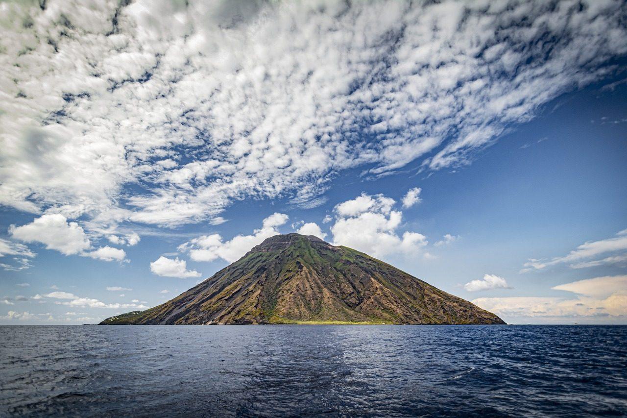 volcano-Andrea Corsi-Pixabay